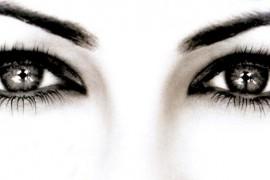 Как правильно смотреть людям в глаза